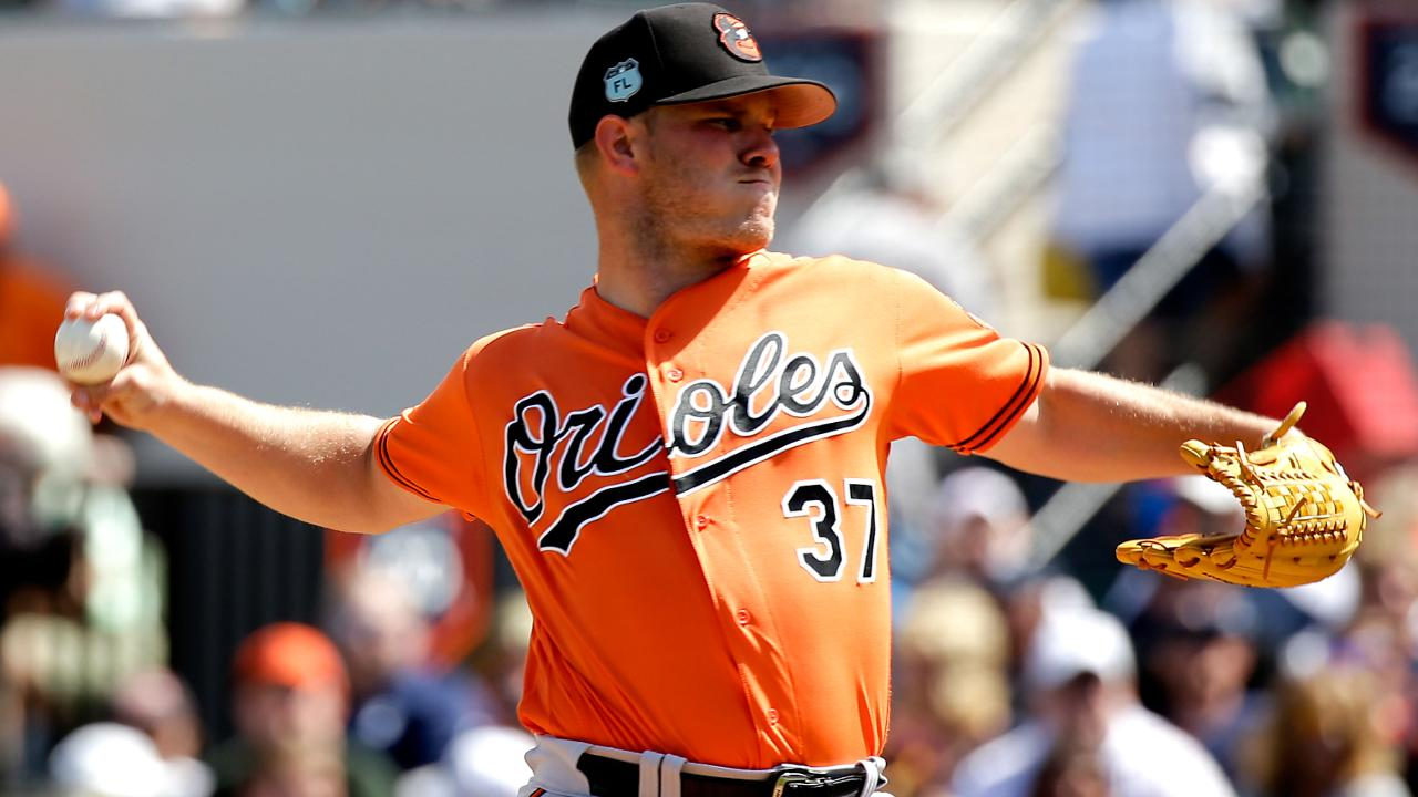 Trio of homers lift O's over Yanks in Bundy's start